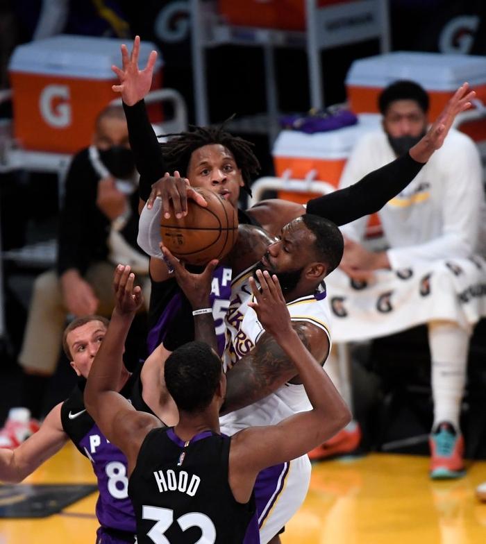 Đầy đủ binh hùng tướng mạnh, LeBron James vẫn không thể giúp Los Angeles Lakers thoát chuỗi thua - Ảnh 2.
