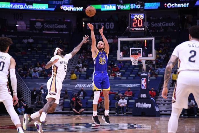 Ném 3 hơn cả đội New Orleans Pelicans cộng lại, Stephen Curry đưa Golden State Warriors đến chiến thắng 15 điểm - Ảnh 2.
