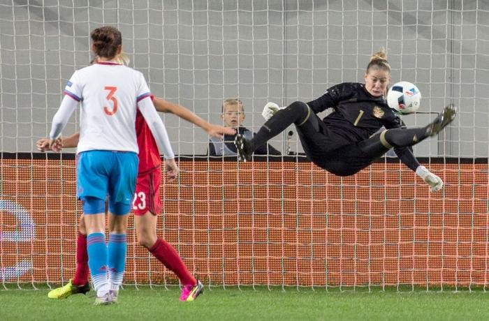 """Nữ tuyển thủ Nga tiết lộ: """"Cầu thủ nữ dễ làm 'chuyện ấy' trước trận hơn đồng nghiệp nam"""" - Ảnh 2."""
