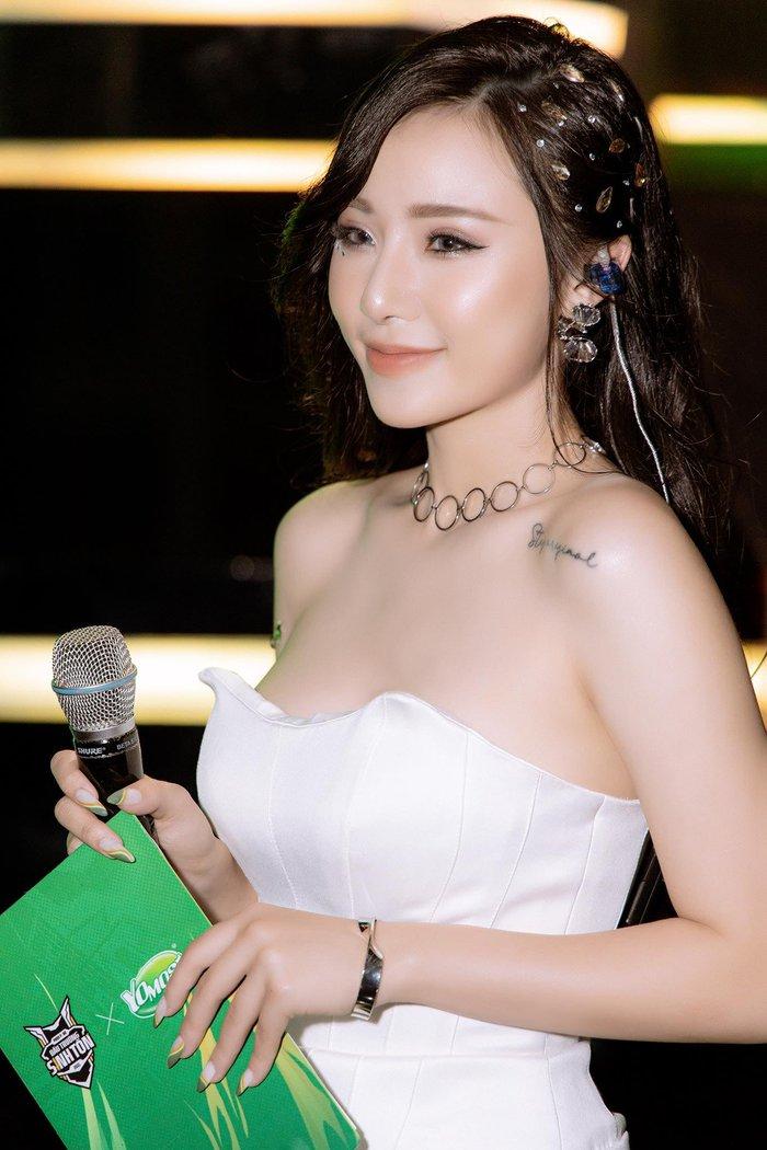 """MC Minh Anh của Free Fire """"biến hình"""" thành thục nữ, khán giả đứng ngồi không yên vì quá xinh đẹp! - Ảnh 2."""