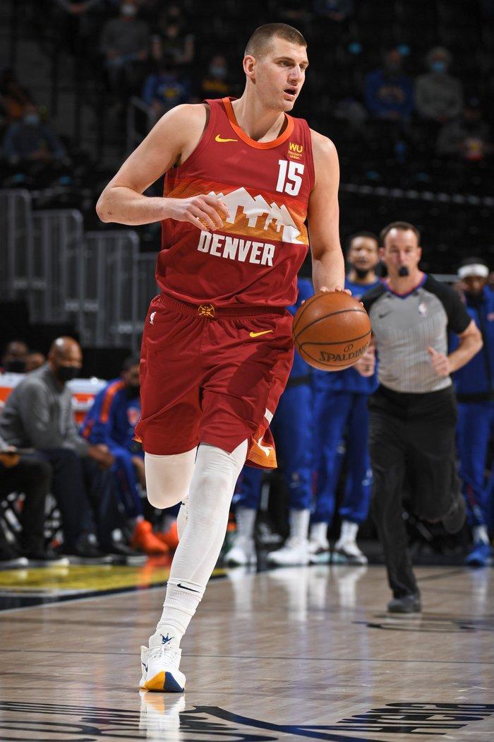 """Úp rổ 4 lần chỉ trong ít phút, """"chàng béo"""" Nikola Jokic cho """"ngựa ô"""" New York Knicks hít khói từ hiệp đấu đầu tiên - Ảnh 2."""