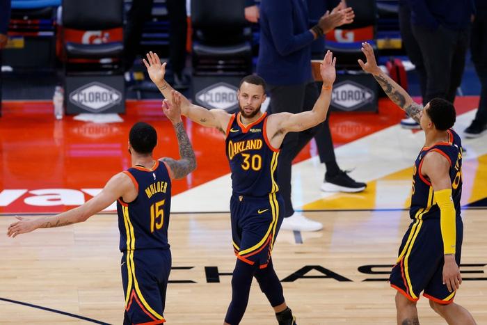 """Stephen Curry lên """"top danh vọng"""", tiệm cận Kobe Bryant và Michael Jordan - Ảnh 1."""