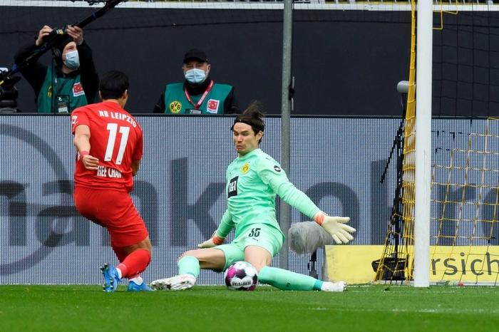 """Đánh bại Leipzig 3-2, Borussia Dortmund giúp Bayern Munich """"đóng hòm"""" Bundesliga - Ảnh 1."""