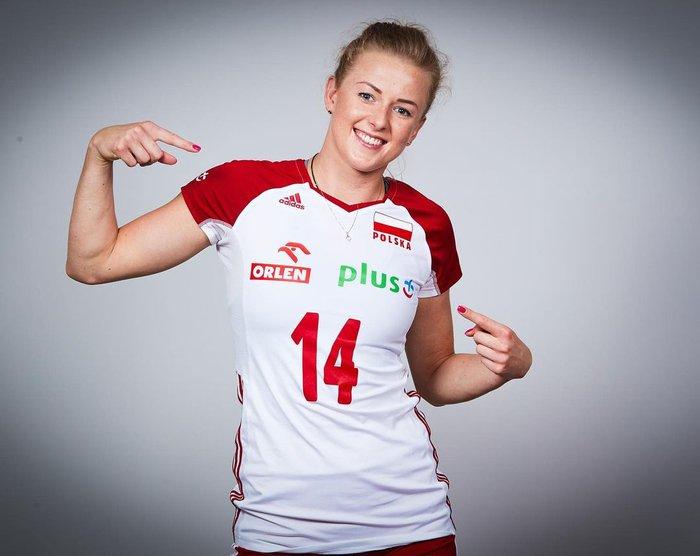 Phấn khích sau chức vô địch, nữ VĐV bóng chuyền xinh đẹp lột sạch quần áo để tạo nên màn ăn mừng táo bạo - ảnh 13