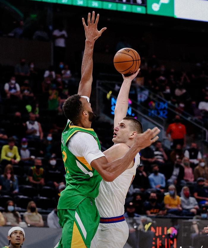 Bojan Bogdanovic bùng nổ với 48 điểm giúp Utah Jazz giữ vững ngôi đầu tại NBA - Ảnh 3.