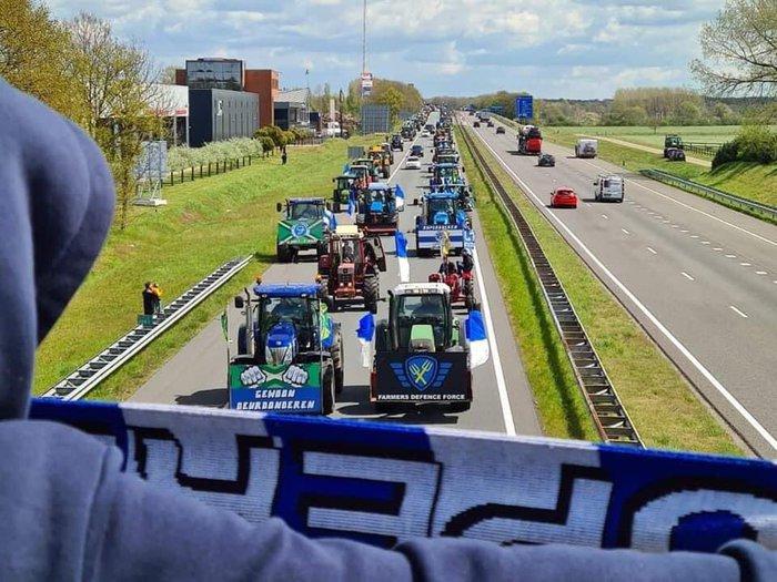 Tưởng đội nhà chắc suất lên hạng, fan chơi lớn tung tập đoàn công nông - máy kéo làm náo loạn đường phố - Ảnh 7.