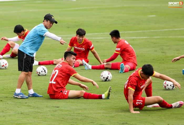 Tuấn Anh biểu cảm đáng yêu khi được HLV Park Hang-seo quan tâm - ảnh 10