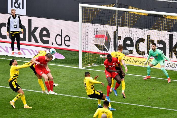 """Đánh bại Leipzig 3-2, Borussia Dortmund giúp Bayern Munich """"đóng hòm"""" Bundesliga - Ảnh 5."""