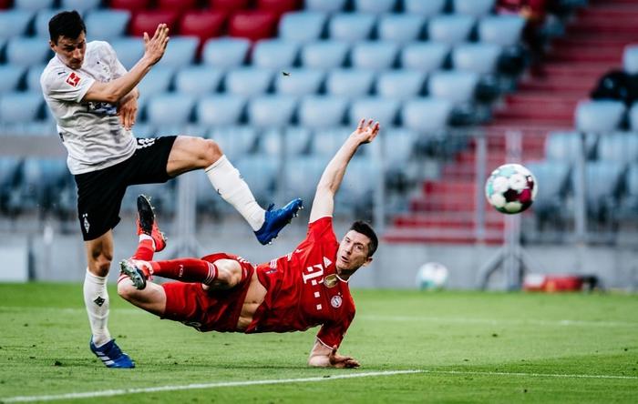 """Bayern """"hủy diệt"""" đối thủ khó chơi 6-0 mừng chức vô địch Bundesliga - Ảnh 3."""