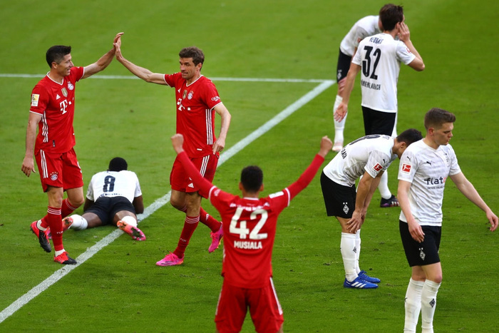 """Bayern """"hủy diệt"""" đối thủ khó chơi 6-0 mừng chức vô địch Bundesliga - Ảnh 2."""