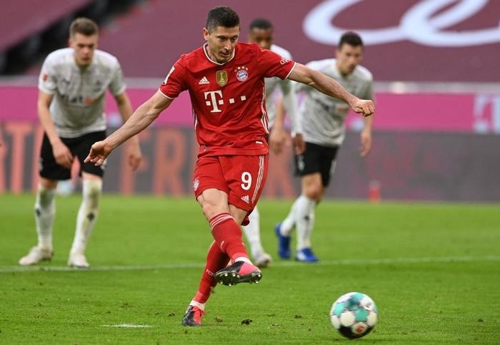 """Bayern """"hủy diệt"""" đối thủ khó chơi 6-0 mừng chức vô địch Bundesliga - Ảnh 4."""