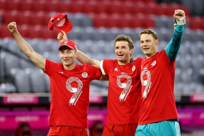 """Bayern """"hủy diệt"""" đối thủ khó chơi 6-0 mừng chức vô địch Bundesliga - Ảnh 8."""