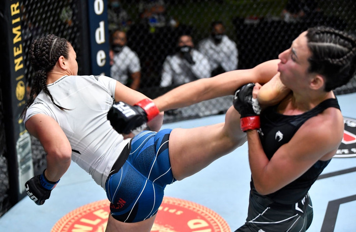 Bị đánh sưng hàm đến mức không thể cất tiếng, nữ võ sĩ 34 tuổi vẫn thi đấu ấn tượng để vượt qua Mỹ nhân karate - Ảnh 5.