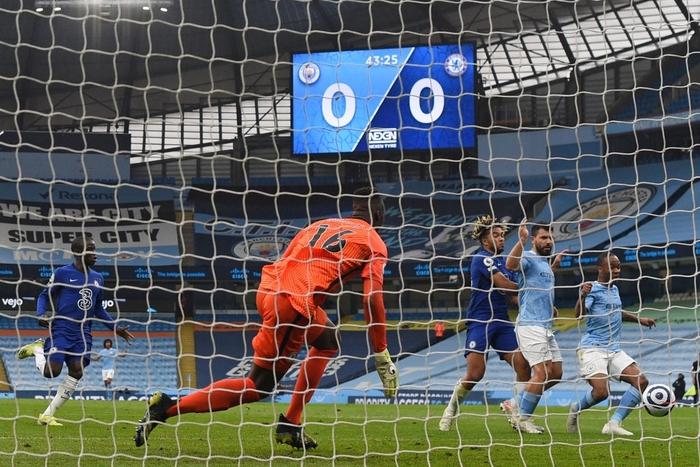 Aguero đá hỏng phạt đền, Man City thua ngược Chelsea - Ảnh 2.
