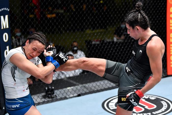 Bị đánh sưng hàm đến mức không thể cất tiếng, nữ võ sĩ 34 tuổi vẫn thi đấu ấn tượng để vượt qua Mỹ nhân karate - Ảnh 8.