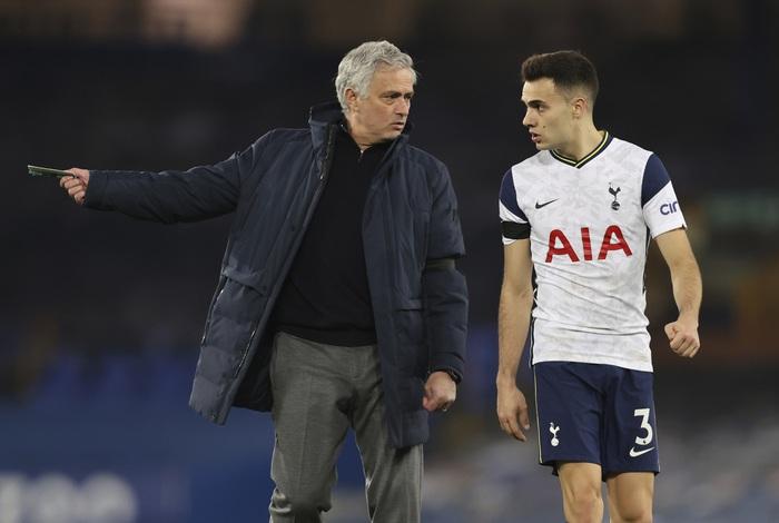 """Vẫn """"cay cú"""" Tottenham, Jose Mourinho xúi Harry Kane """"hãy chơi bóng ở nơi khiến cậu hạnh phúc"""" - Ảnh 2."""