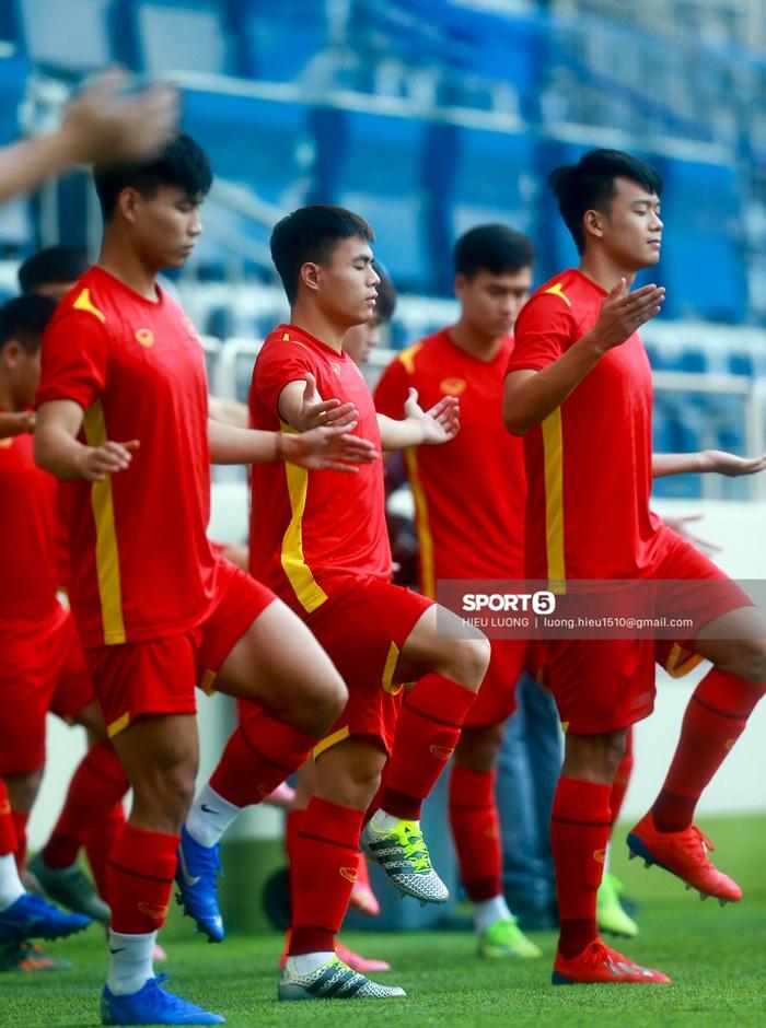 Tuấn Anh không ra sân tập trước trận Việt Nam - Malaysia - ảnh 4
