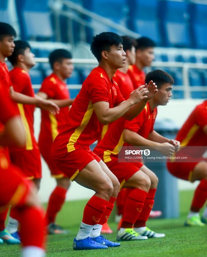 Tuấn Anh không ra sân tập trước trận Việt Nam - Malaysia - ảnh 5