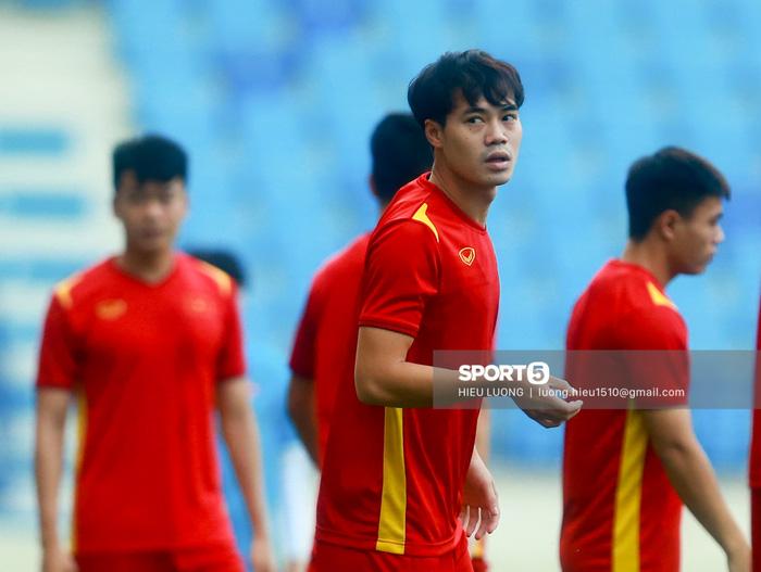 Tuấn Anh không ra sân tập trước trận Việt Nam - Malaysia - ảnh 2