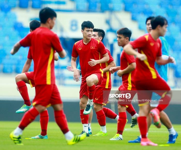 Tuấn Anh không ra sân tập trước trận Việt Nam - Malaysia - ảnh 7