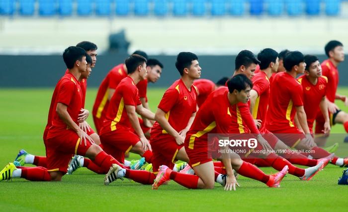 Tuấn Anh không ra sân tập trước trận Việt Nam - Malaysia - ảnh 3