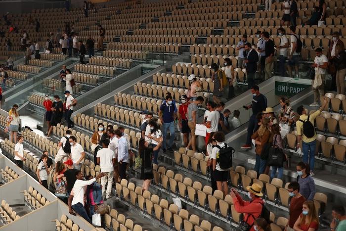Djokovic đổ máu để đại chiến Nadal tại bán kết Roland Garros - Ảnh 5.