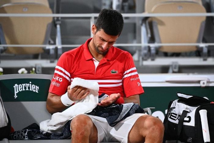 Djokovic đổ máu để đại chiến Nadal tại bán kết Roland Garros - Ảnh 4.