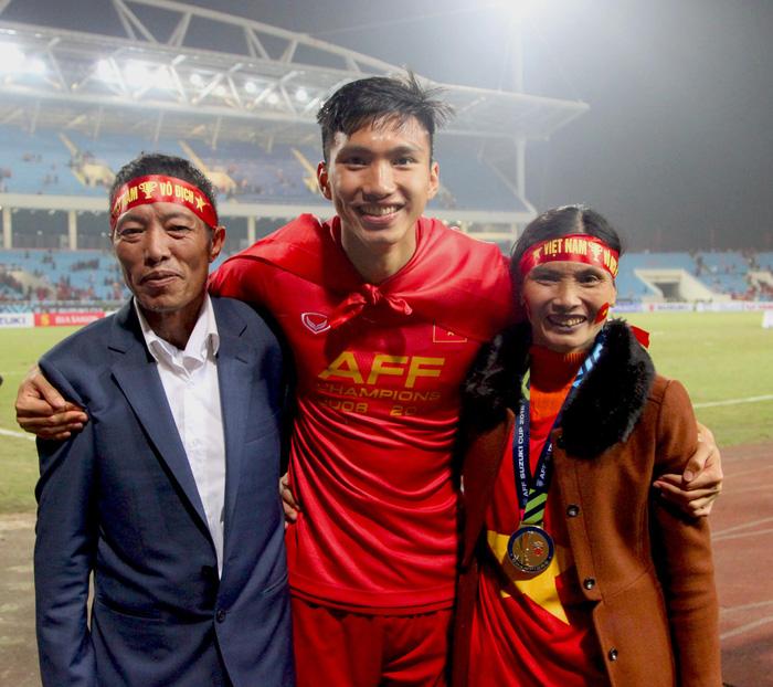 Bố mẹ cầu thủ tuyển Việt Nam: Thương các con vất vả, nhưng hãy vượt mọi khó khăn vì nhiệm vụ Tổ quốc - ảnh 3
