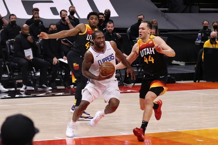 Utah Jazz vươn lên nắm thế thượng phong cùng kỷ lục ném ba điểm - Ảnh 3.