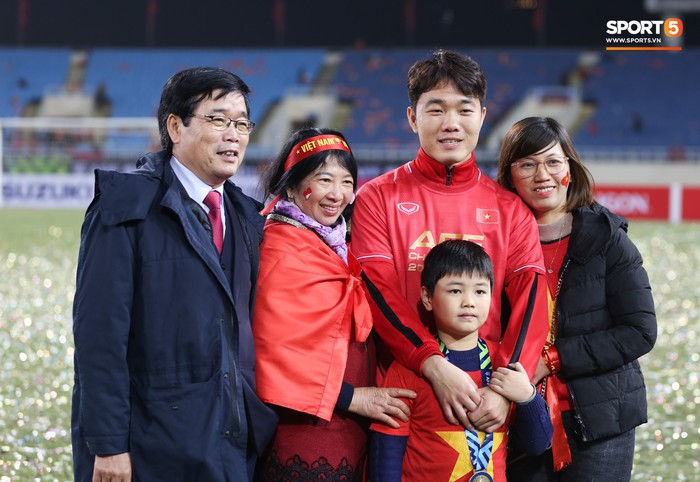 Bố mẹ cầu thủ tuyển Việt Nam: Thương các con vất vả, nhưng hãy vượt mọi khó khăn vì nhiệm vụ Tổ quốc - ảnh 6