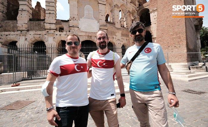 """""""Độc"""" từ nước Ý: Cận cảnh giấy xét nghiệm Covid-19 của fan đến xem khai mạc Euro 2020 - Ảnh 5."""