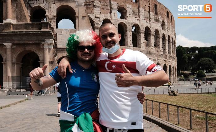 """""""Độc"""" từ nước Ý: Cận cảnh giấy xét nghiệm Covid-19 của fan đến xem khai mạc Euro 2020 - Ảnh 1."""