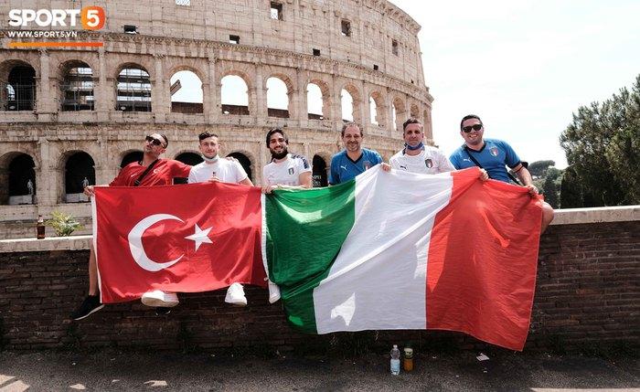 """""""Độc"""" từ nước Ý: Cận cảnh giấy xét nghiệm Covid-19 của fan đến xem khai mạc Euro 2020 - Ảnh 6."""