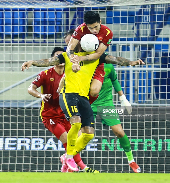 Văn Hậu thi đấu lăn xả như chưa hề chấn thương, hai lần làm tuyển Việt Nam thót tim - Ảnh 6.