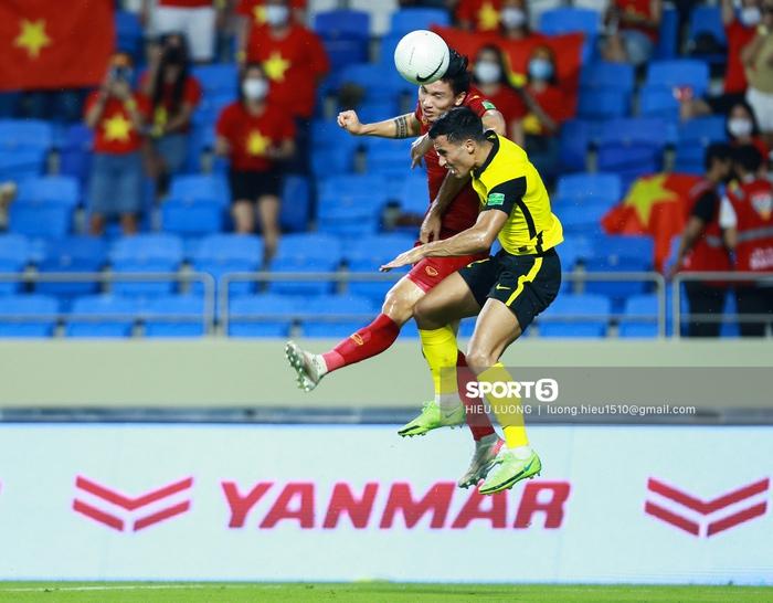 Văn Hậu thi đấu lăn xả như chưa hề chấn thương, hai lần làm tuyển Việt Nam thót tim - Ảnh 4.
