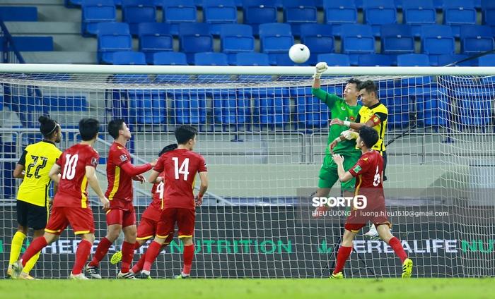 Văn Hậu thi đấu lăn xả như chưa hề chấn thương, hai lần làm tuyển Việt Nam thót tim - Ảnh 8.