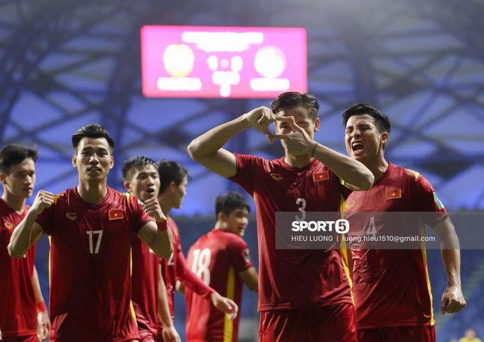 Văn Hậu thi đấu lăn xả như chưa hề chấn thương, hai lần làm tuyển Việt Nam thót tim - Ảnh 10.