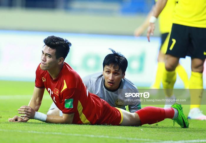 Văn Hậu kiến tạo, Tiến Linh đánh đầu mở tỉ số cho tuyển Việt Nam - Ảnh 2.