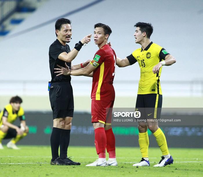 Quế Ngọc Hải cuối cùng đã có bàn thắng cho riêng mình, Việt Nam chiến thắng 2-1 Malaysia - Ảnh 1.