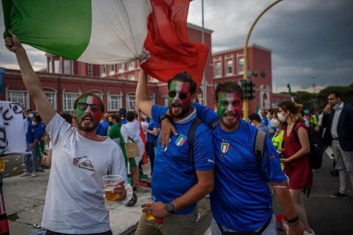 Những hình ảnh đầu tiên trước thời điểm khai mạc Euro 2020 - Ảnh 8.