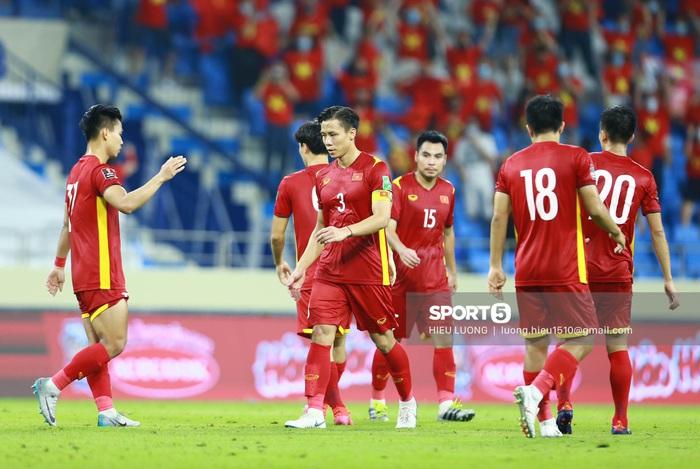 Quế Ngọc Hải cuối cùng đã có bàn thắng cho riêng mình, Việt Nam chiến thắng 2-1 Malaysia - Ảnh 3.