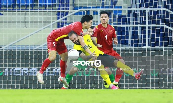 Thắng nghẹt thở Malaysia 2-1, tuyển Việt Nam tiến gần đến vòng loại cuối cùng World Cup 2022 - Ảnh 3.