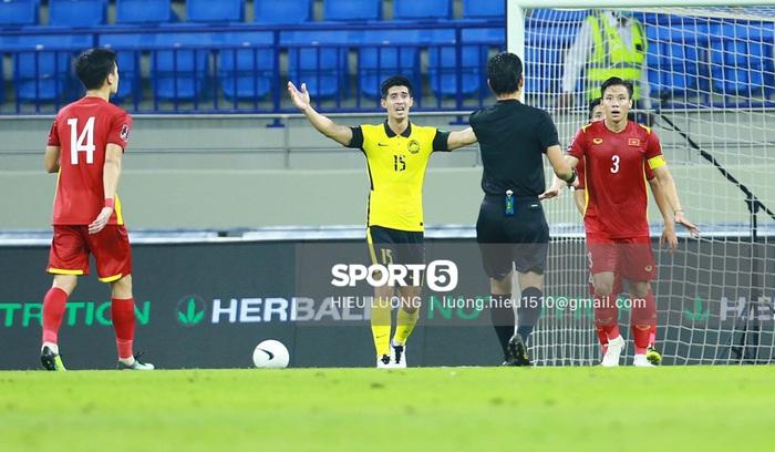 Độc quyền: Văn Hậu phạm lỗi, tuyển Việt Nam nhận bàn thua trước Malaysia - Ảnh 5.
