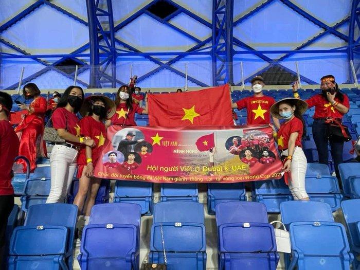Người Việt gian nan tìm vé xem trận đội tuyển Việt Nam gặp đội tuyển UAE - Ảnh 4.