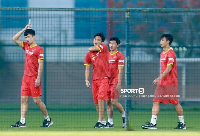 Tuấn Anh vẫn đi tập tễnh, khó tham dự trận UAE - Việt Nam - Ảnh 4.