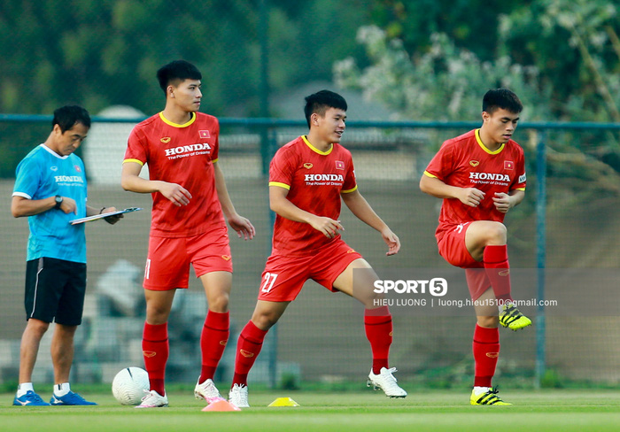 Tuấn Anh vẫn đi tập tễnh, khó tham dự trận UAE - Việt Nam - Ảnh 9.