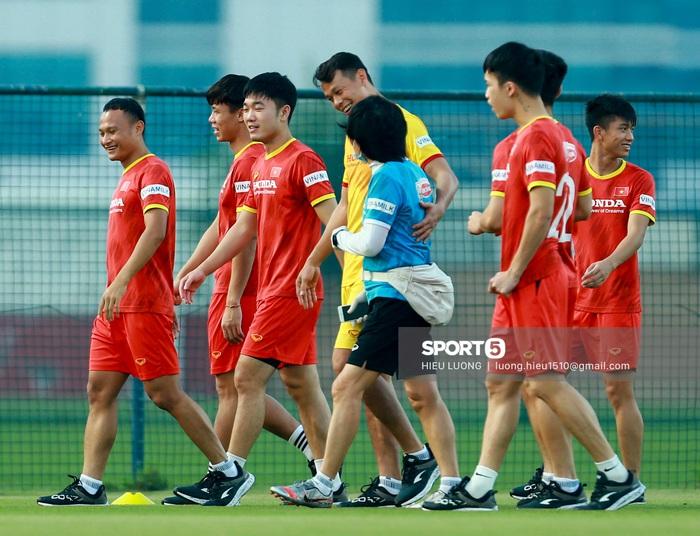 Tuấn Anh vẫn đi tập tễnh, khó tham dự trận UAE - Việt Nam - Ảnh 8.