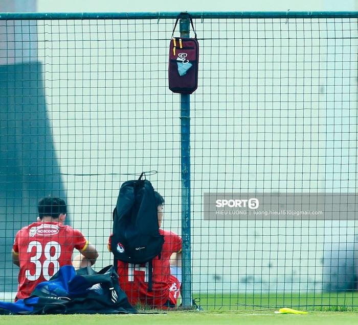 Tuấn Anh vẫn đi tập tễnh, khó tham dự trận UAE - Việt Nam - Ảnh 1.