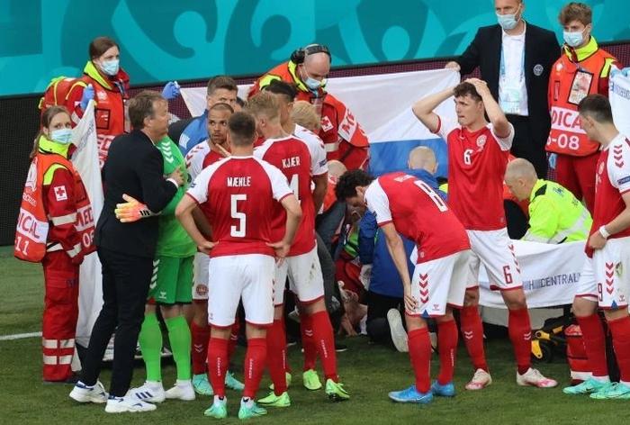Đồng đội và fan suy sụp, bật khóc nức nở khi chứng kiến Eriksen ngã gục xuống sân - Ảnh 3.