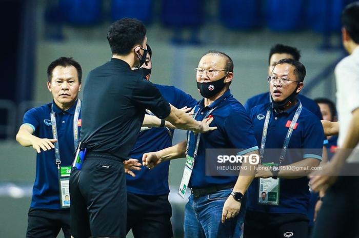Cộng đồng mạng khuyên thầy Park gõ mã Morse để chỉ đạo trận đội tuyển Việt Nam gặp UAE - Ảnh 3.